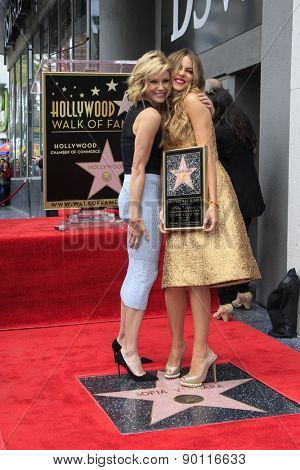 LOS ANGELES - MAY 7:  Julie Bowen, Sofia Vergara at the Sofia Vergara Hollywood Walk of Fame Ceremony at the Hollywood Blvd on May 7, 2015 in Los Angeles, CA