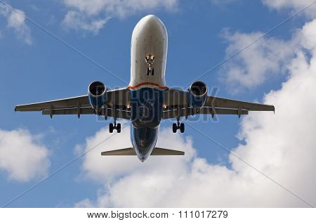 Fort Lauderdale, USA - November 2015: Spirit Airlines Airbus 320 landing
