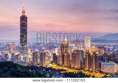 Taipei, Taiwan - Circa August 2015: Taipei 101 Or Taipei Wtc Tower In Taipei, Taiwan At  Sunset