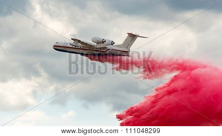 Flying aerial firefighting pour water