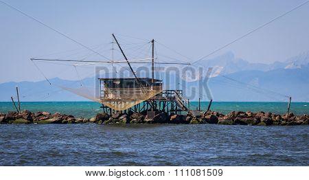 Fishing shack to trawl the estuary