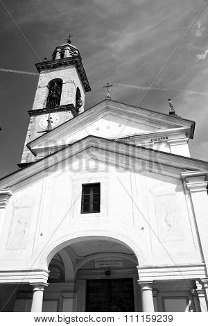 Monument Old Architecture In Italy Europe Milan Religion       And Sunlight