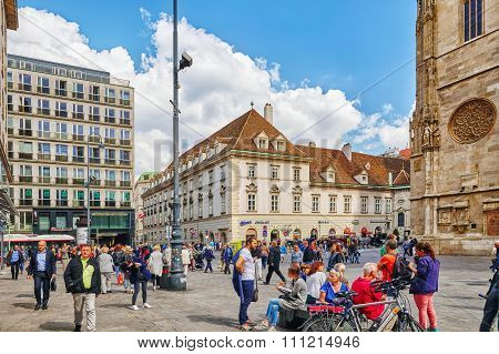 Vienna,austria-september 10, 2015: People On Stephansplatz -is A Square At The Geographical Centre O