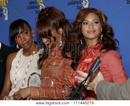 November 15, 2005 - Hollywood - Kelly Rowland, Michelle Wiliams and Beyonce at the 2005 World Children's Day at The Los Angeles Ronald McDonald House Ronald McDonald House in Hollywood, United States.