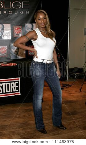 Mary J. Blige signs her latest hit CD 'The Breakthrough'? held at the Virgin Megastore Hollywood & Highland in Hollywood, California on January 13, 2006.