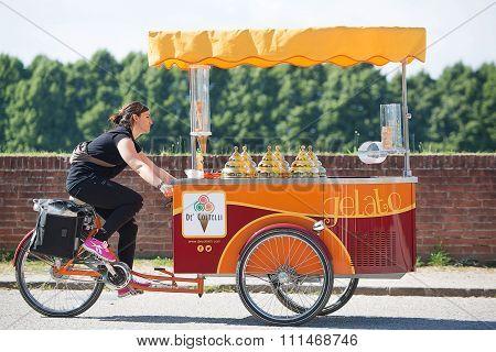 Ice Cream Vendor Lucca