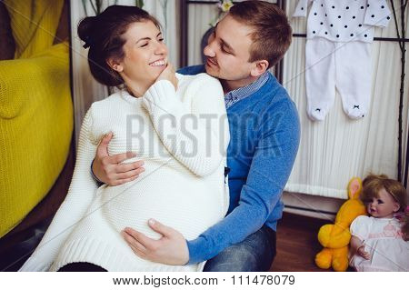 Pregnant woman and man posing