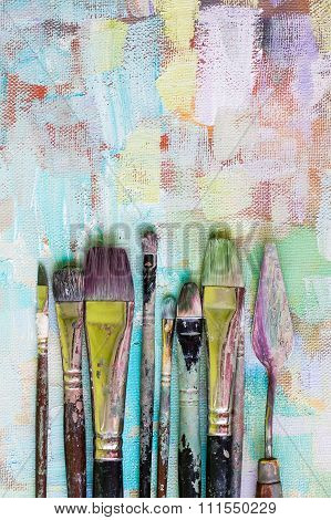 Old oil paint brushes straight
