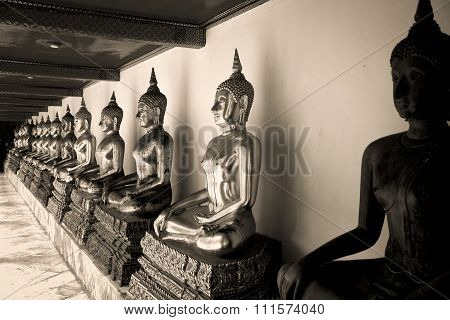 Seated Buddha statues in Wat Pho temple