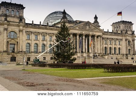 Decorating the Reichstag