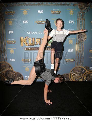 LOS ANGELES - DEC 09:  Atmosphere at the Cirque Du Soleil's
