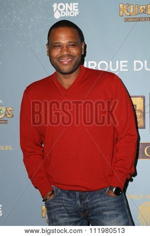 LOS ANGELES - DEC 09:  Anthony Anderson at the Cirque Du Soleil's