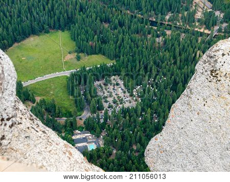 View down in the Yosemite Valley from Glaicer Point.