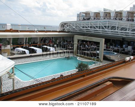 Cruise and play in the pool