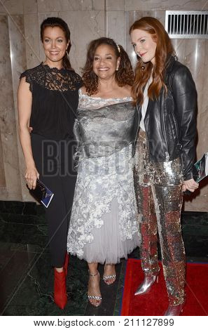 LOS ANGELES - OCT 15:  Bellamy Young, Debbie Allen ,Darby Stanchfield at the