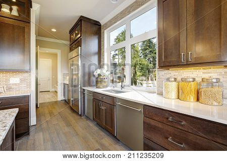 Lovely Kitchen With High-end Appliances