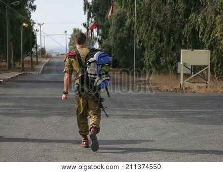 Paratroopers of Tzahal return to base after vacation