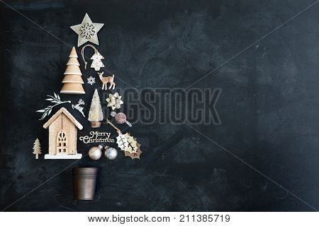 Christmas objects in the shape of a Christmas tree, overhead view