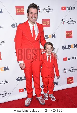 LOS ANGELES - OCT 20:  Perez Hilton and Mario Armando Lavandeira III arrives for the GLSEN Respect Awards 2017 on October 20, 2017 in Beverly Hills, CA