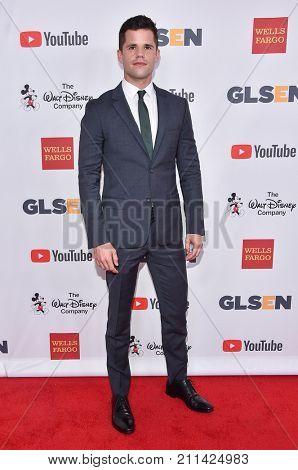 LOS ANGELES - OCT 20:  Charlie Carver arrives for the GLSEN Respect Awards 2017 on October 20, 2017 in Beverly Hills, CA