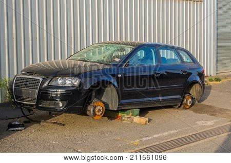 AUSTRALIA MELBOURNE - JANUARY 23 2015: Old rusted abandoned broken car
