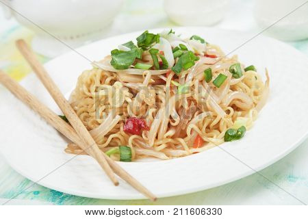 Asian instant noodles with bean sprouts, spring onion and peppers