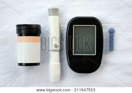 Apparatus for measuring the level of glucose in the blood the test strip and lancet