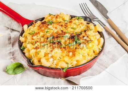 Mac And Cheese With Crunchy Topping