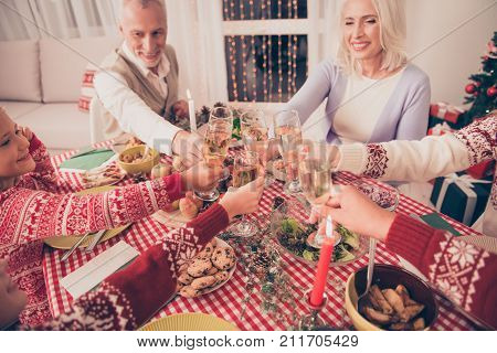 To Holy Joly X Mas Noel! Cheerful Relatives, Setted Desktop, Full Of Yummy Treats, Married Aged Snio