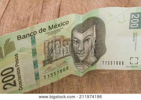 A 200 mexican pesos bill seems to be happy perhaps because of its weakness against the dollar.