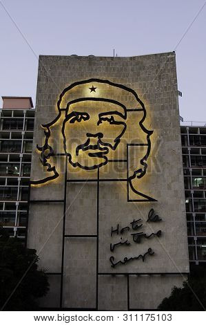 20 April 2007-havana-cuba-monument Dedicated To Che Guevara In Havana