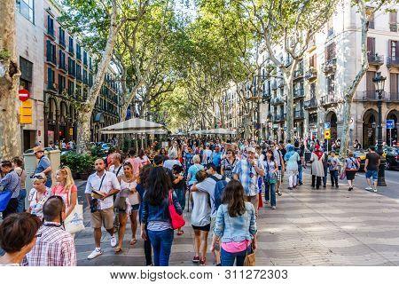 Barcelona, Spain-september 5th 2015: Pedestrians On Rambla De Canaletes. The Ramblas Are Famous Shop