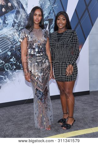 LOS ANGELES - JUL 13:  Sabrina Dhowre and Isan Elba arrives for the 'Fast & Furious Presents: Hobbs and Shaw' World Premiere on July 13, 2019 in Hollywood, CA