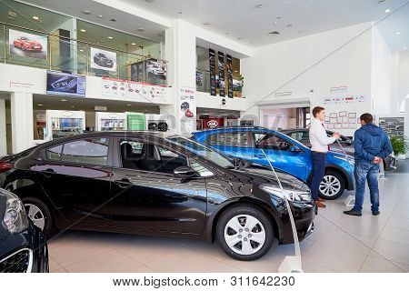 Kirov, Russia - March 07, 2019: Manager And Buyer In Showroom Of Dealership Kia In Kirov In 2019