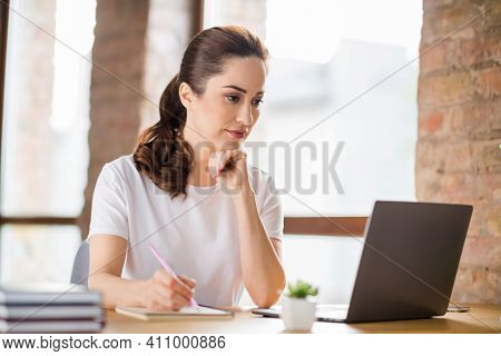 Photo Of Young Thoughtful Minded Contemplate Pensive Businesswoman Thinking Working In Laptop Writin