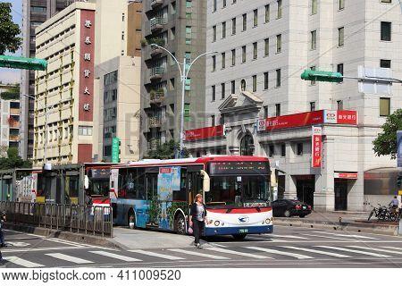 Taipei, Taiwan - December 4, 2018: City Bus In Daan District Of Taipei, Taiwan. Taipei Is The Capita