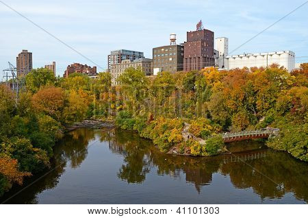 Fall Mississippi River in Minneapolis