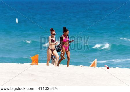 Fort Lauderdale Beach, Florida, Usa - March 1, 2021: College, University, Local High School Students