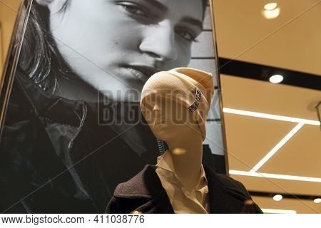 Moscow  Russia-march 04 2021:female Mannequin On The Window Of A Fashion Store. Mannequin In The For