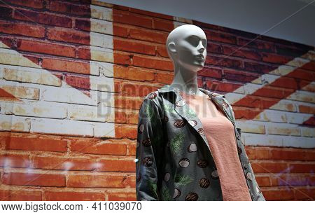 Moscow  Russia - March 04 2021: The Mannequin Is Dressed In Modern Casual Clothing. In The Backgroun