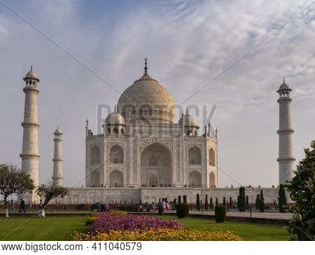 Agra, India - March, 26, 2019: A Spring Morning Shot Of The Taj Mahal And Flowerbeds At Agra, India