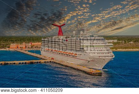 Miami, Florida - November 15, 2009: The Travel And Cruise Industry Was All But Crippled By The Covid
