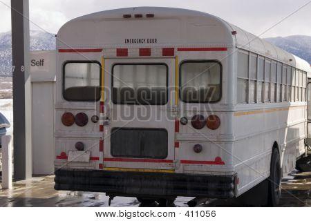 White School Bus bombeamento de gás