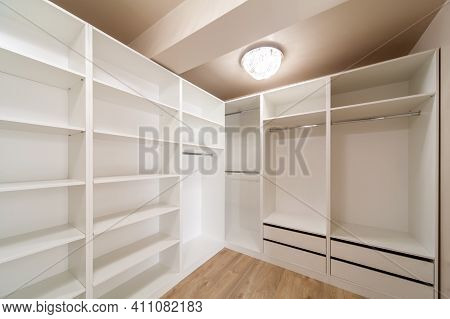 Big Empty Wardrobe In Dressing Room. Large Wardrobe Room, With Empty Shelves. Interior Of Modern Emp