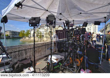 Paris, France - April 17, 2019 : A Tv News Crew Prepared Their Equipment To Broadcast Live From Pari