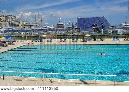 Monaco,  Principality Of Monaco - May 15, 2017 : An Outdoor Swimming Pool Next To The Sea In Monaco