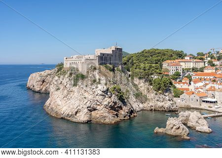 Dubrovnik, Croatia - Aug 22, 2020: West Harbour With Fort Lovrijenac In Dubrovnik Old Town In Summer