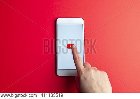 Spain. 03, 05, 2021. Apple Iphone With Youtube Logo On The Screen On Red Background.