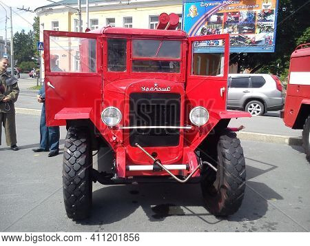 Petrozavodsk, Russia, July 21, 2020. Antique Fire Truck. Retro Style. People In The Square. Red Car.