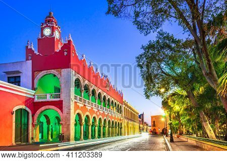 Merida, Mexico. Plaza Grande Of Spanish Colonial City Downtown In Yucatan.